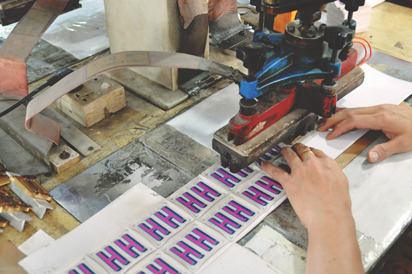 high-frequency-molding-with-screen-printing-en